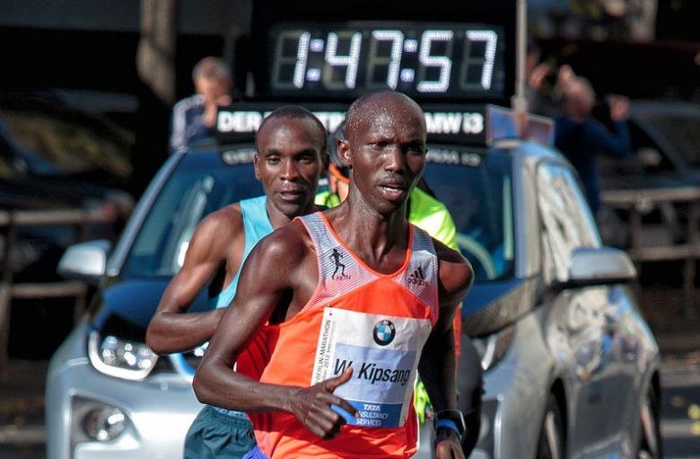 Спряха състезателните права на топ-бегач