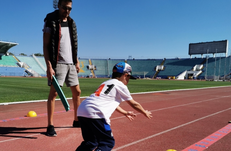 Големи шампиони наградиха младите таланти в атлетиката