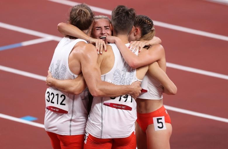 Полша надбяга всички фаворити за олимпийската титла на 4х400 м