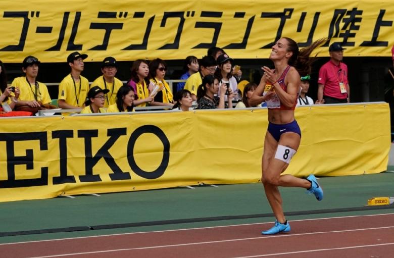 Ивет Лалова излиза на олимпийската писта