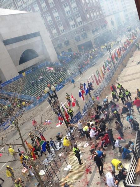 Две бомби избухнаха на маратона в Бостън