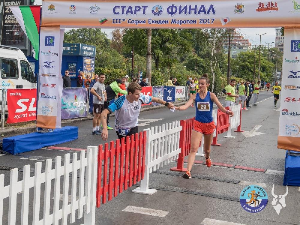 Състезание за детски щафети по време на Екиден маратона