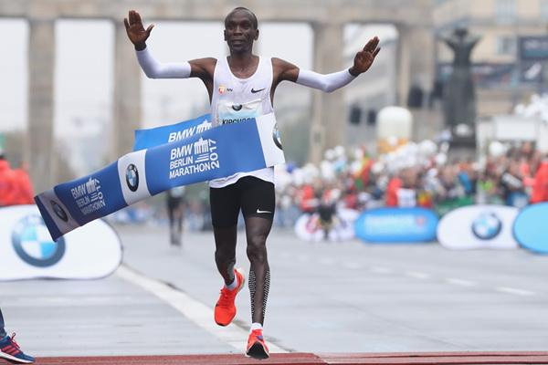 Очаквано - Елиуд Кипчоге спечели Берлинския маратон