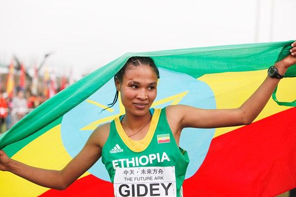 Етиопка подобри световния рекорд на 15 км