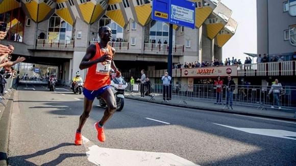 Кениец подобри рекорд в Ротердам