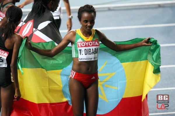 Тирунеш Дибаба се точи за победа на маратона в Чикаго