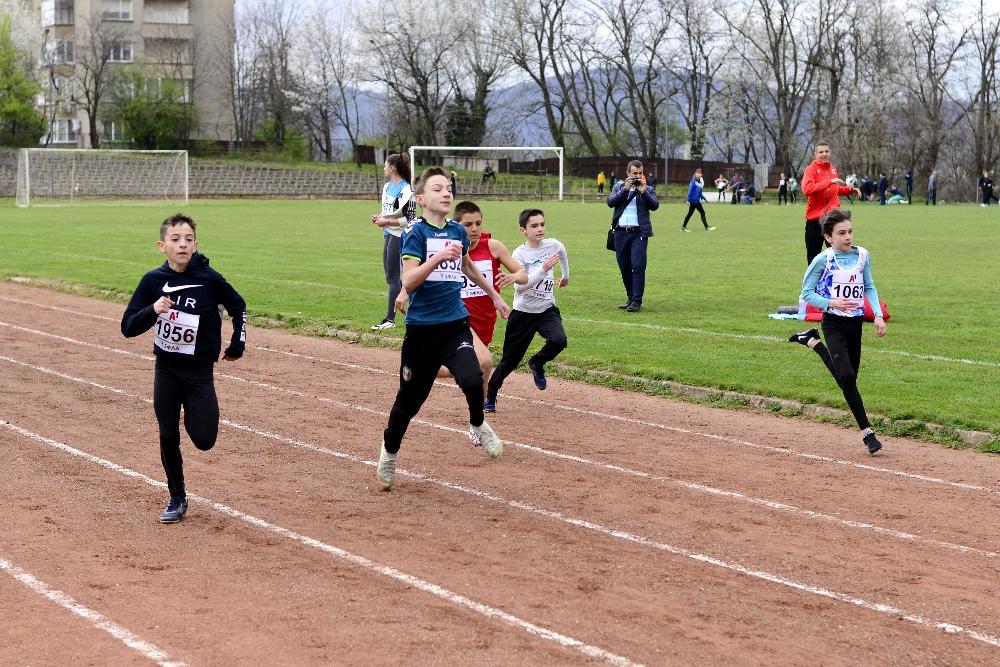 Над 100 атлети участваха на турнир Никола Вълчанов