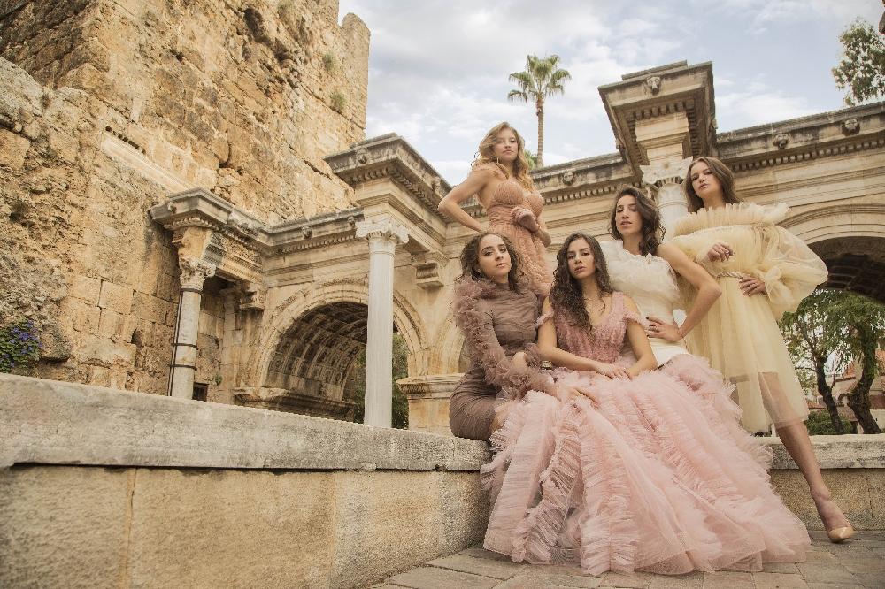 Златните момичета с фотосесия за GLAMOUR