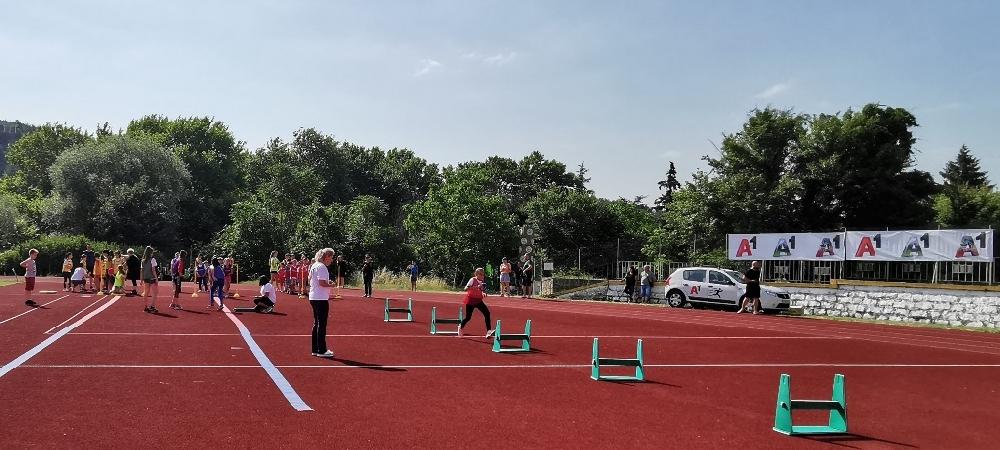 Aтлетика за младежи на новата атлетическа писта в Сандански